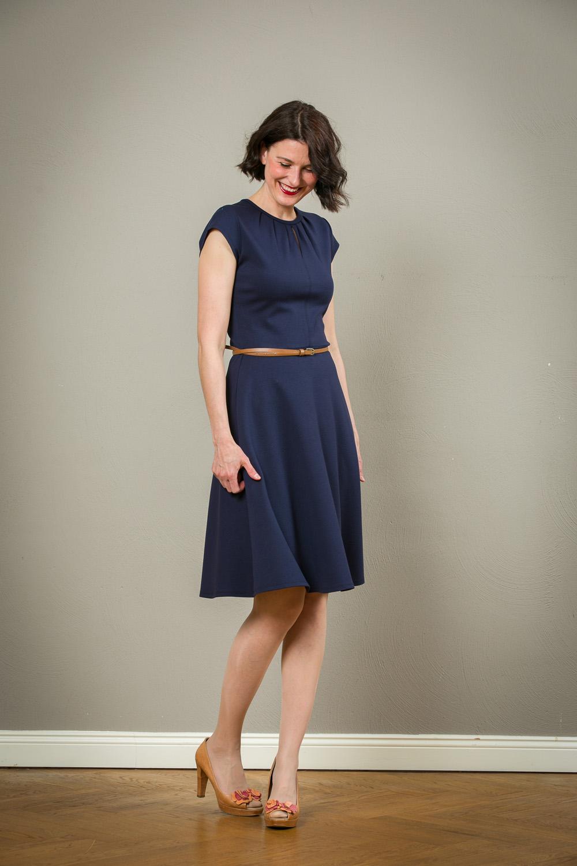 Blaues Tellerrock Kleid Mit Faltchen Olivia Jekyll Und Kleid
