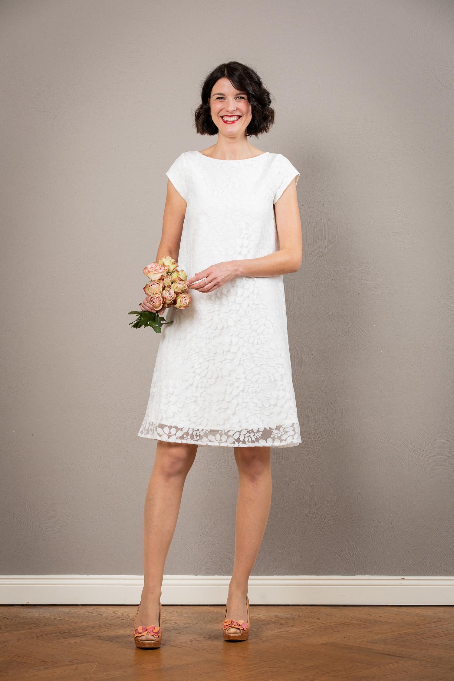 Kurzes Spitzen Brautkleid In A Linie Valentina Jekyll Und Kleid