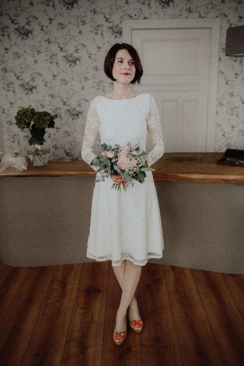 Kurzes Spitzen Brautkleid mit Rückenausschnitt- Laura ...