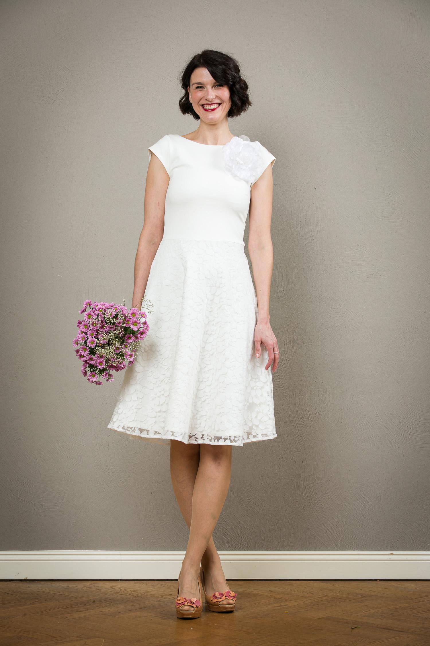 Kurzes Brautkleid Pia mit floraler Spitze - Jekyll und Kleid